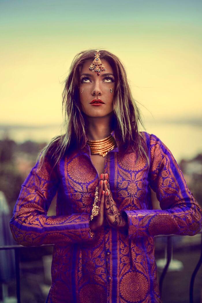 INDIA TRIPPIN: DRESSING THE INTERNATIONAL GYPSET