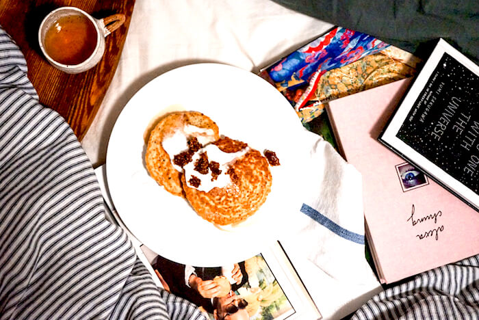 THE MAGIC INGREDIENT: A SUPER HEALTHY SUNDAY BRUNCH (IN BED)
